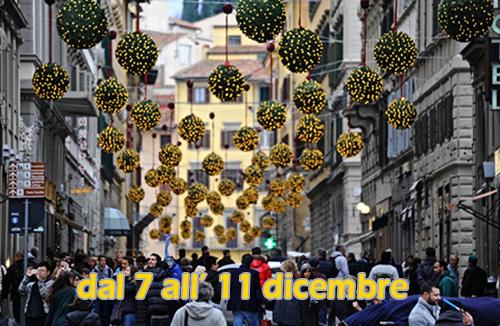 Le prime luci di Natale a Firenze, 3 dicembre 2014.ANSA/MAURIZIO DEGL INNOCENTI